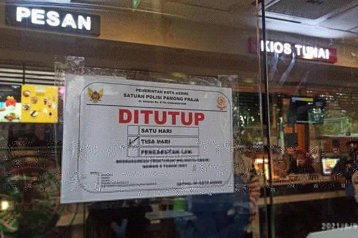 Gerai McDonald's di Kota Kediri juga ditutup sementara imbas terjadinya kerumunan pembeli
