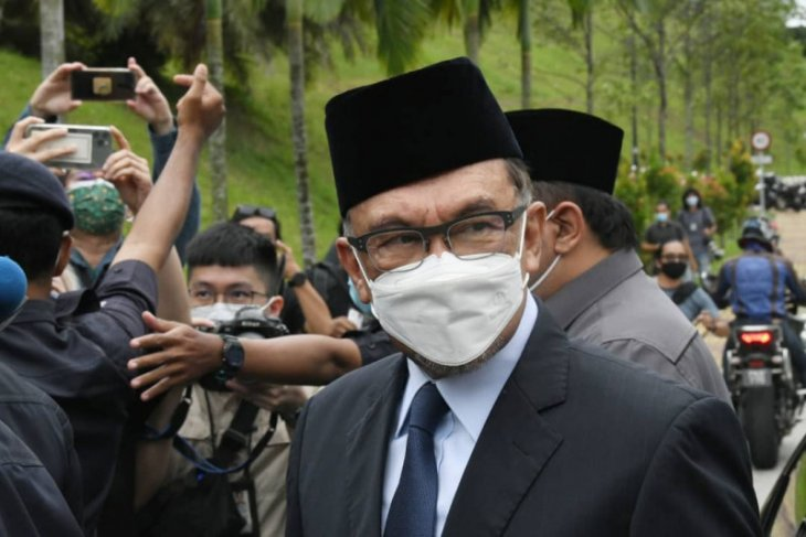 Pemimpin oposisi Anwar Ibrahim minta Raja Malaysia hentikan Proklamasi Darurat