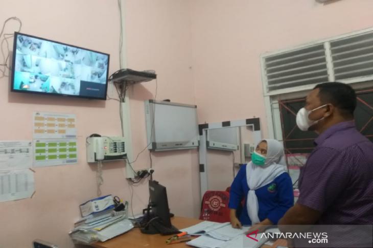Senator Fadhil Rahmi monitor pasien COVID-19 di Bireuen