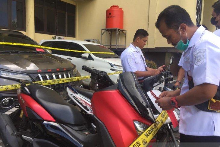 Polda Kalbar menyita 24 mobil dan motor hasil curian