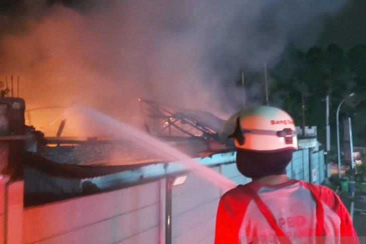 Kantor Desa terbakar, arsip penting  hangus dilalap api