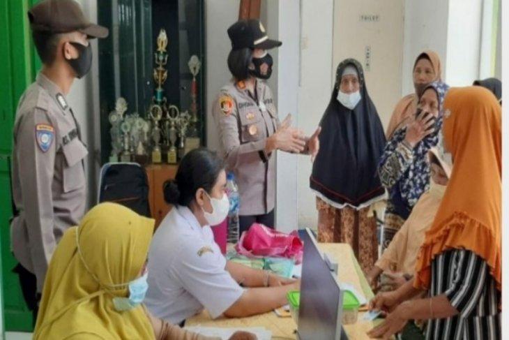 Kapolres monitor vaksinasi lansia di Tebing Syahbandar