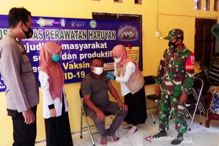 41 orang kakek-nenek di Desa Lok Buntar disuntik vaksin