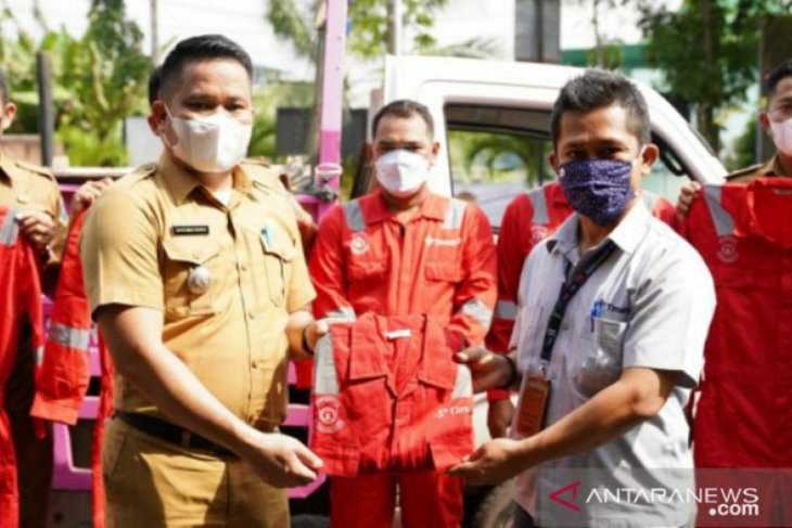 Peduli lingkungan, PT Timah serahkan bantuan alat pengangkut sampah di Bangka Barat