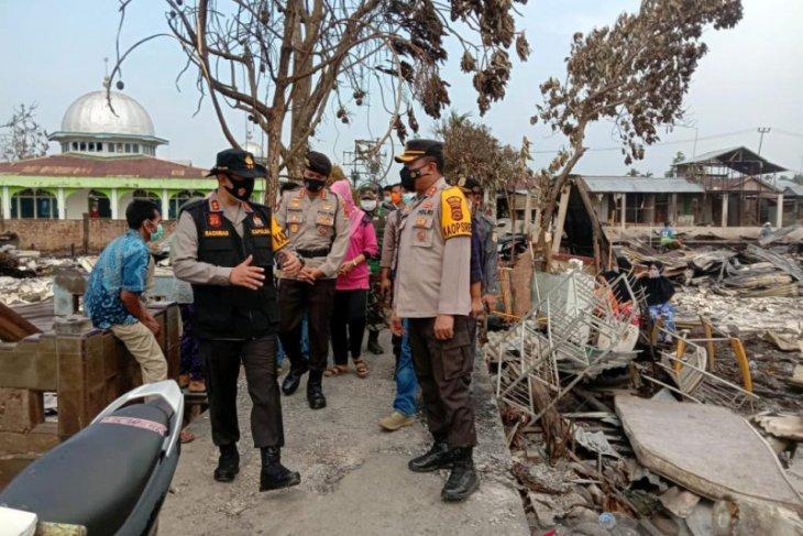Kapolda Jambi kunjungi dan bantu  korban kebakaran di Mendahara