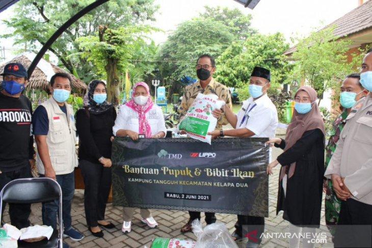 Lippo karawaci serahkan bantuan enam ribu lele ke warga Kelapa Dua
