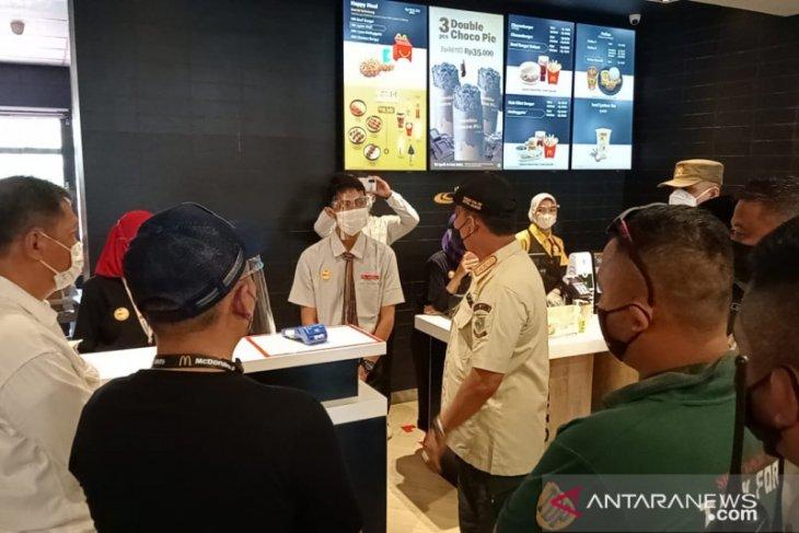 Langgar prokes, gerai McDonald's disegel Satpol PP Kota Jambi