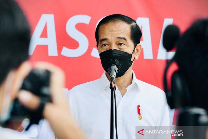 President Jokowi reviews mass vaccinations for students in Banten
