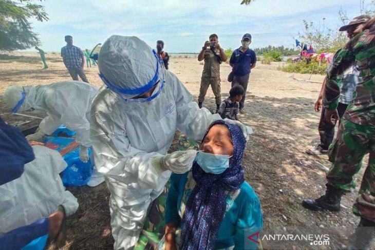 Puluhan imigran Rohingnya di Aceh Timur dites usap ulang. Ada apa?