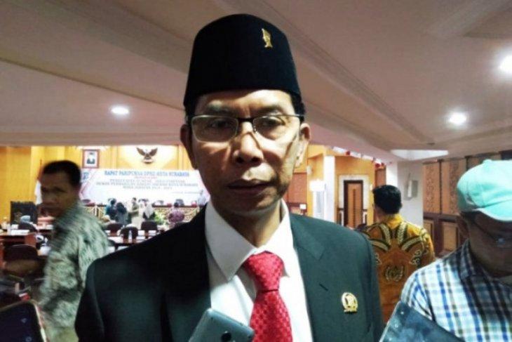 Ketua DPRD Surabaya terpapar COVID-19