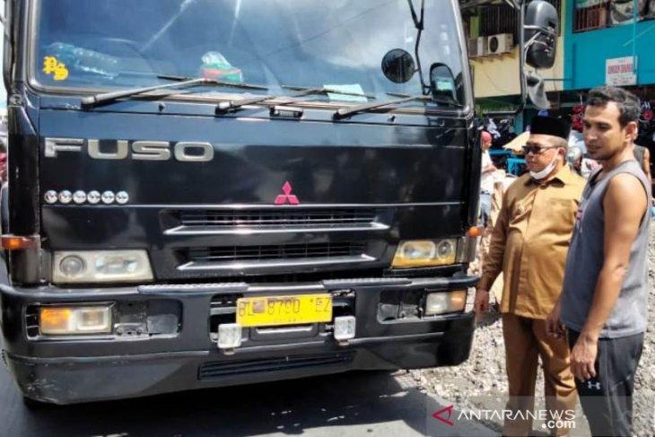 Kerap macetkan jalan raya, Bupati Aceh Barat turun langsung tertibkan truk barang