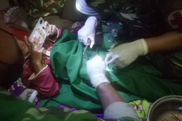 Satgas Pamtas bantu proses khitan anak di perbatasan Kalbar