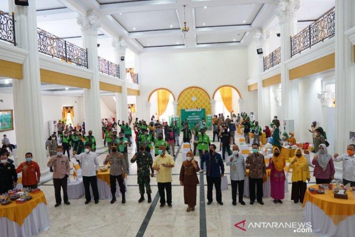 Pengemudi ojol dan bentor di Gorontalo terima vaksinasi COVID-19