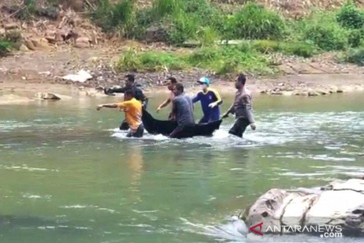 Geger penemuan mayat pencari ikan di sungai Batu Benawa