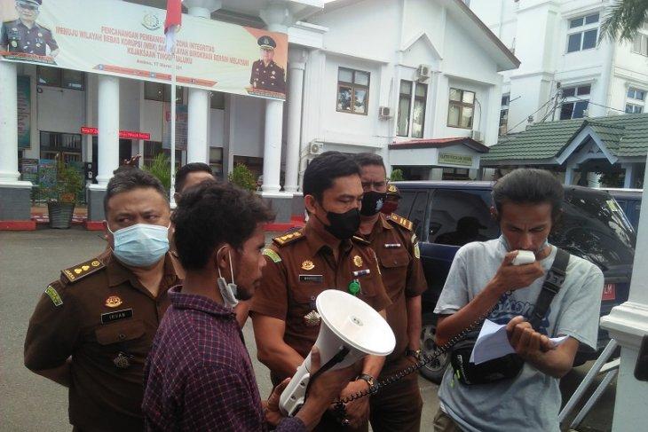 Kejari Buru tangani dugaan korupsi pengadaan lampu jalan hukum ditegakkan