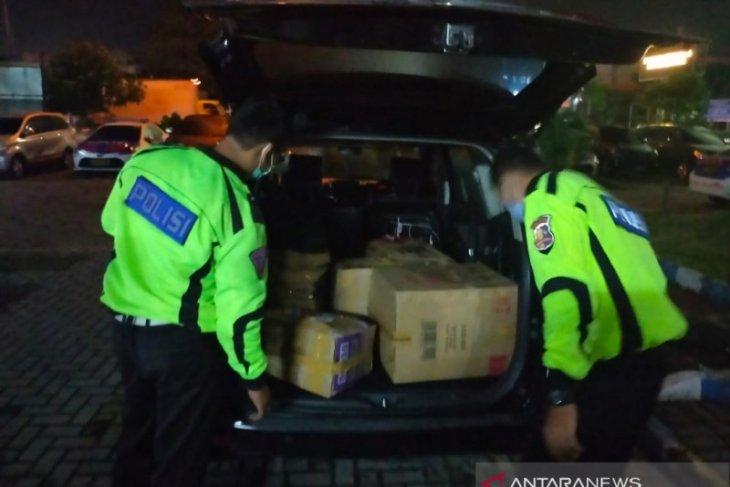 Polisi tangkap terduga pelaku penyelundup benur di tol Tangerang-Merak