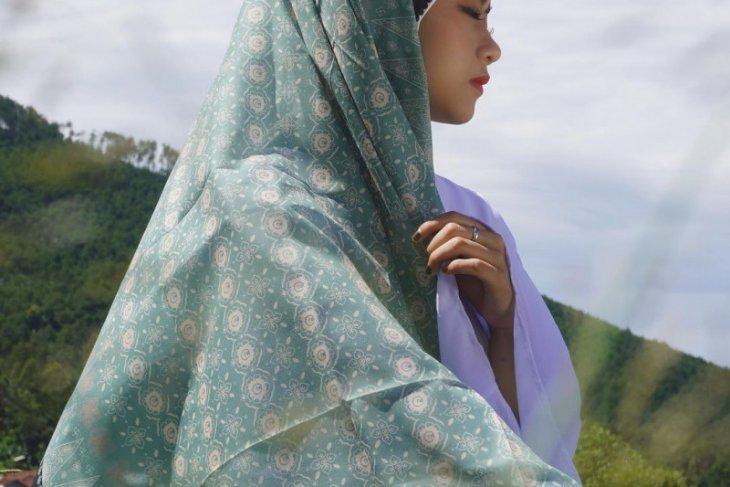 Kolaborasi Batik Azmiah  Jambi dan Midaa Scraf lestarikan batik Jambi