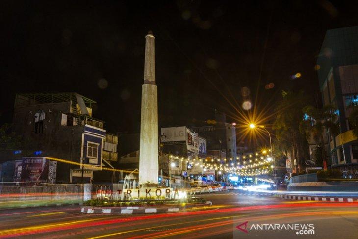FOTO - Tugu Trikora Saat Malam di Ambon