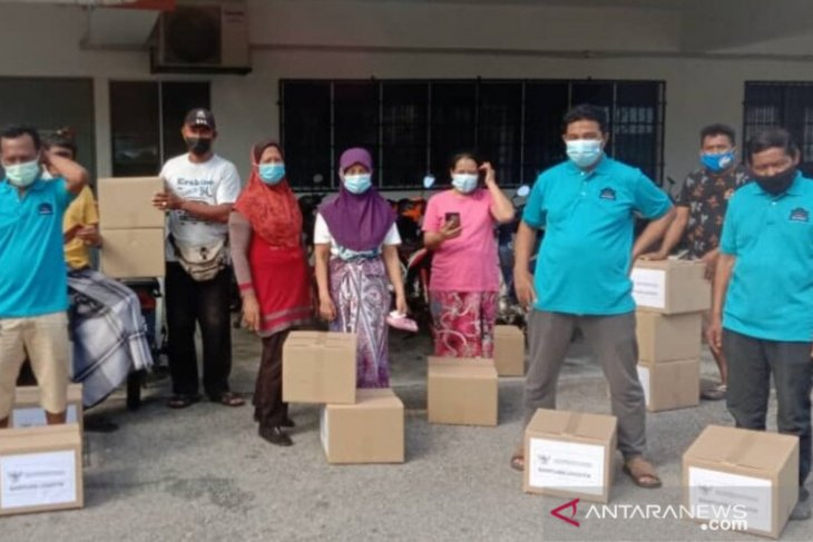 KBRI Kuala Lumpur dan KAHMI salurkan logistik ke WNI terdampak