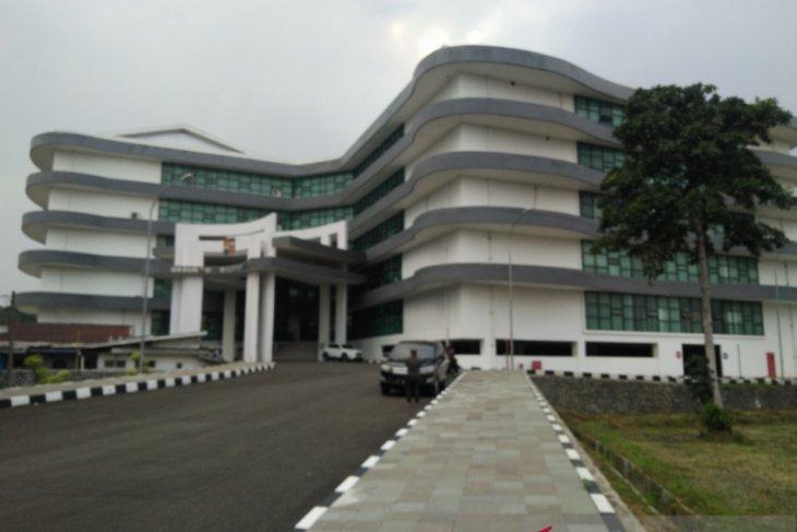 Ratusan simpatisan HRS datangi Gedung DPRD Kota Bogor kawal dialog