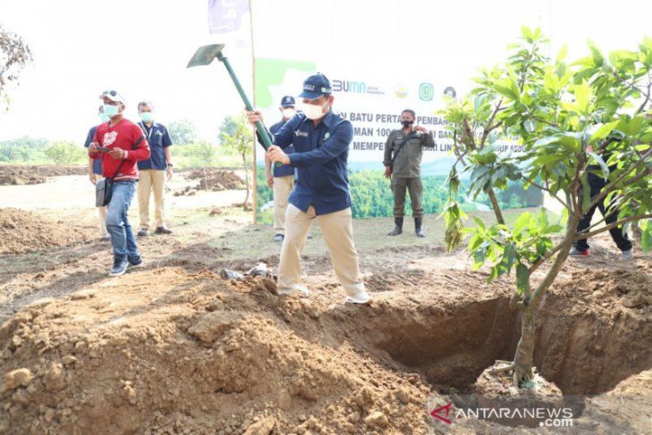 Tanam ratusan pohon, Pupuk Kujang libatkan diri selamatkan bantaran Sungai Citarum