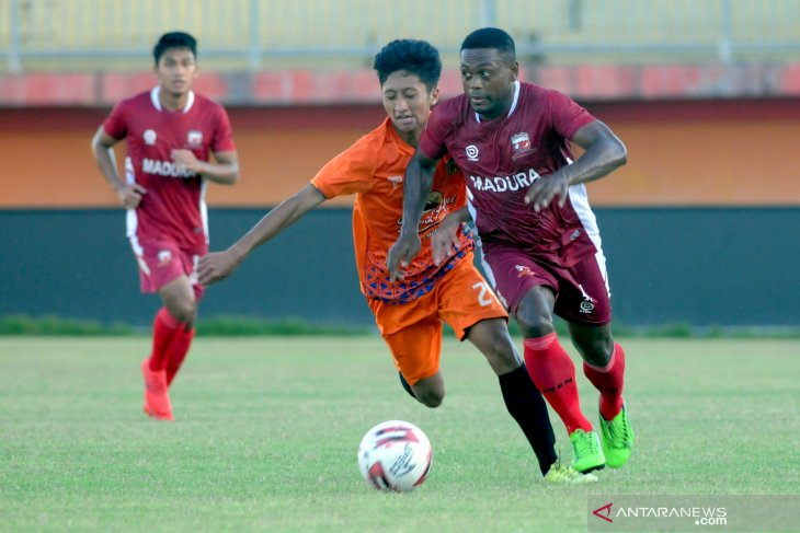Latihan MU dengan Malang United