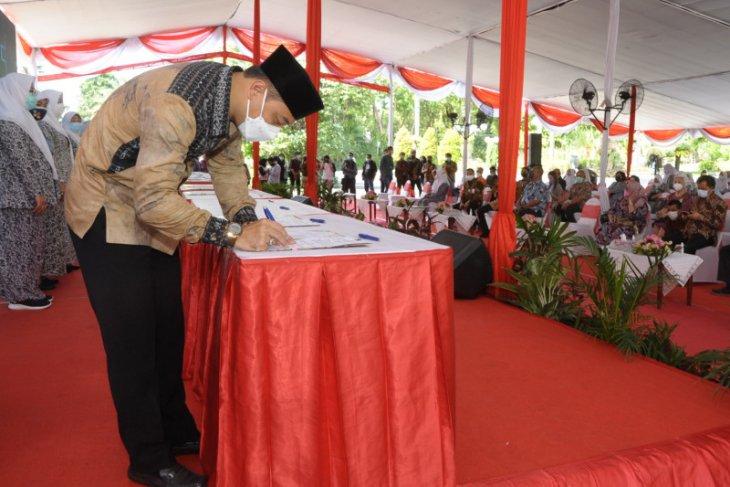 Pengurusan akta kelahiran warga Surabaya kini langsung selesai di bidan