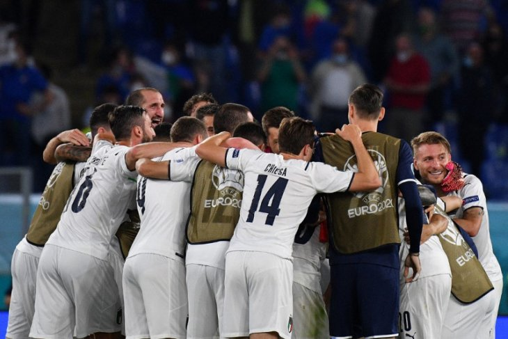 Italia gebuk Turki 3-0