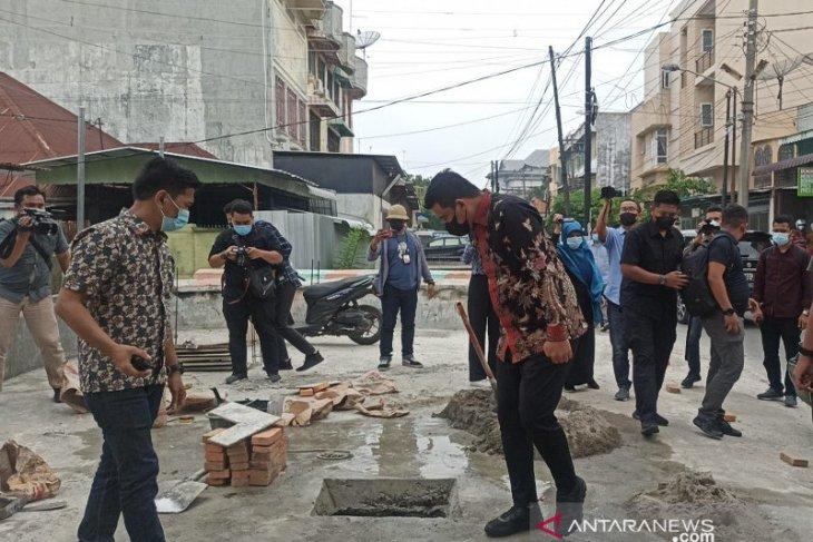 Wali Kota Medan  instruksikan bongkar bangunan di atas drainase