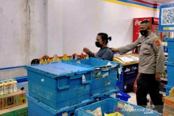 Pria tuna wicara tertangkap tangan saat mencuri di Indomaret