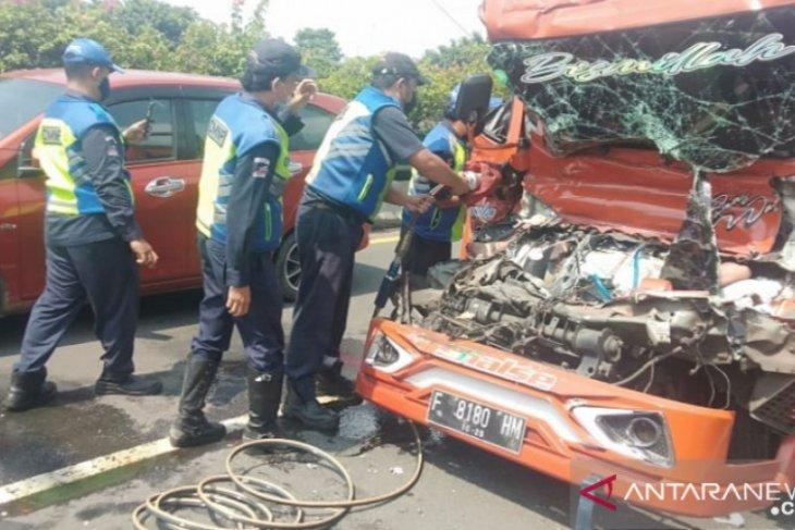 Kecelakaan dua truk di tol arah Tanjung Priok tewaskan seorang pengemudi