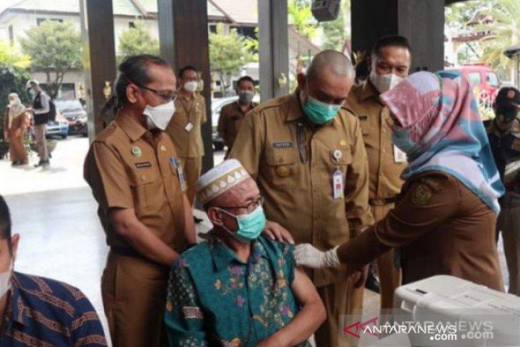 Program vaksinasi COVID-19 bagi Lansia di Banjarmasin baru capai 12 persen