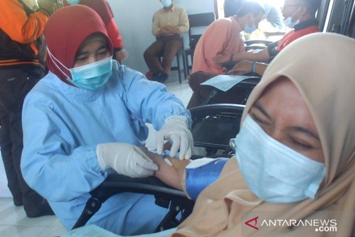 Peringati hari donor darah se-dunia, PMI Jember ajak santri donorkan darahnya