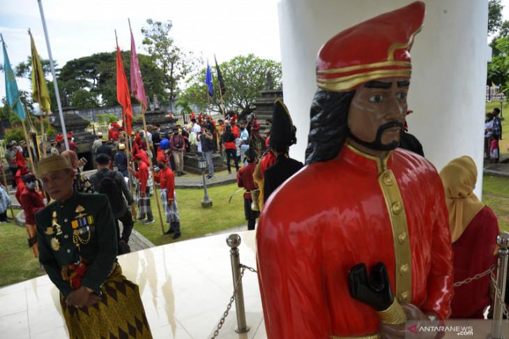 Para peziarah Makam Sultan Hasanuddin diwajibkan patuhi prokes