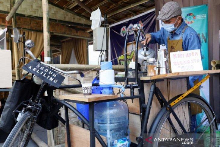 Pedagang kopi seduh keliling Gorontalo