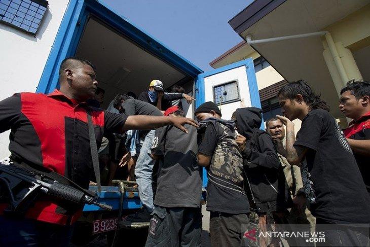 Sepuluh preman pemeras supir truk pasar Tanah Abang dibekuk polisi