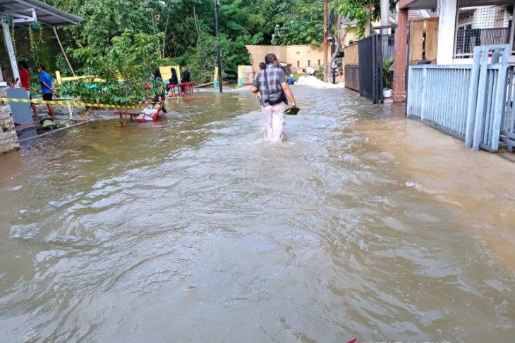 Perumahan Narada Tangsel kebanjiran akibat kali tertimbun longsor