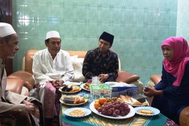 Gubernur Khofifah: Umat Islam se-Indonesia berduka atas wafatnya K.H Nawawi