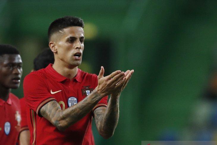 Positif COVID-19, Joao Cancelo dicoret dari skuat Portugal di Euro