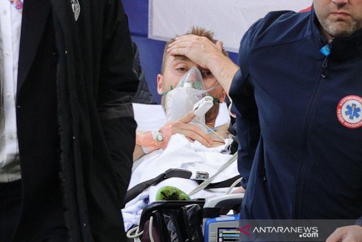 Eriksen dibawa ke rumah sakit dalam kondisi stabil  setelah kolaps