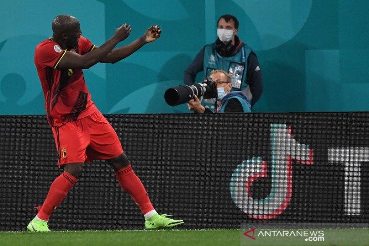 Romelo Lukaku antar Belgia hancurkan Rusia 3-0