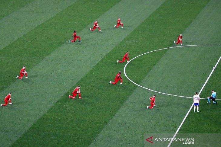 Euro 2020: Cemoohan bergema saat Belgia berlutut jelang sepak mula lawan Rusia
