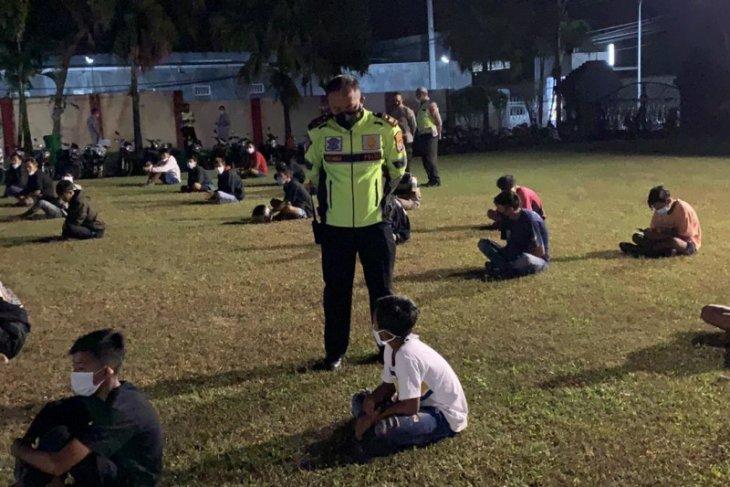 Polisi bubarkan atraksi balap liar di Bendungan Jegu