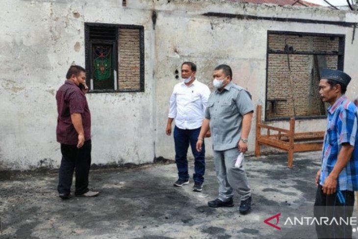 Bupati Tapsel bantu ringankan warga korban kebakaran Arse
