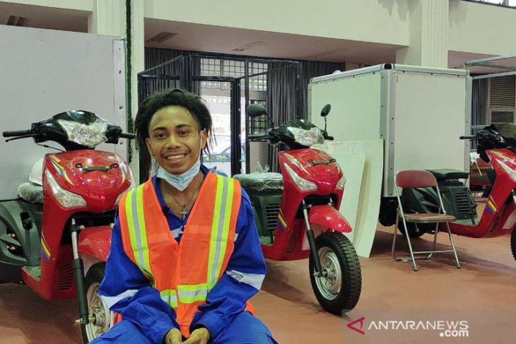 Kelumpuhan bukan halangan bagi Rana untuk jadi pembuat motor khusus difabel