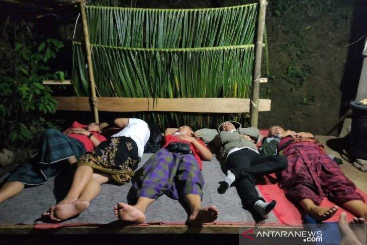 Bupati Karangasem menginap di rumah warga kurang mampu