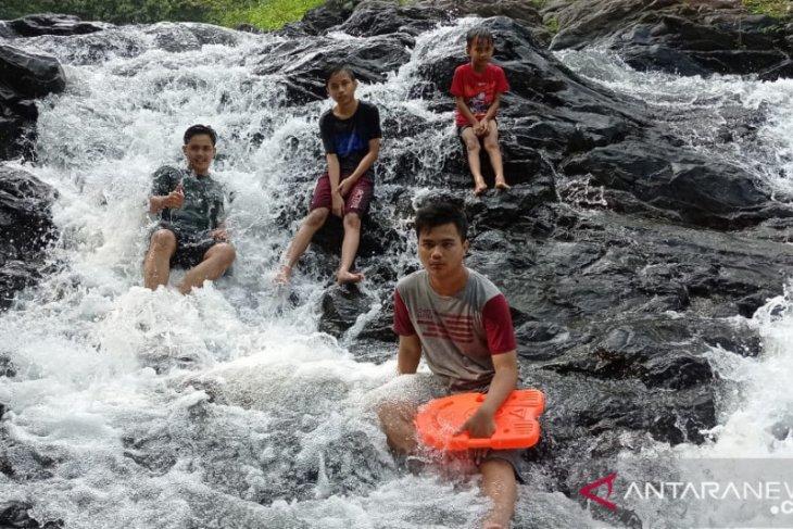 Air Terjun Curug Tomo, Pilihan Wisata Keluarga di Desa Ramea Kecamatan Mandalawangi Kabupaten Pandeglang