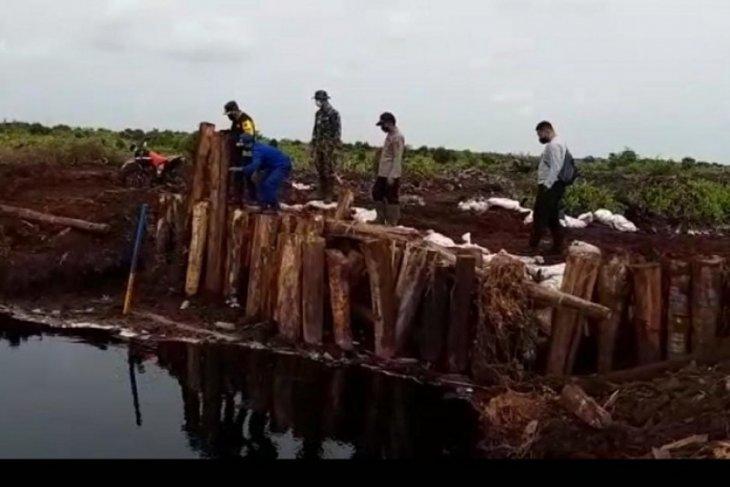 Kapolres Muaro Jambi  partoli udara cek sekat kanal di Kumpeh