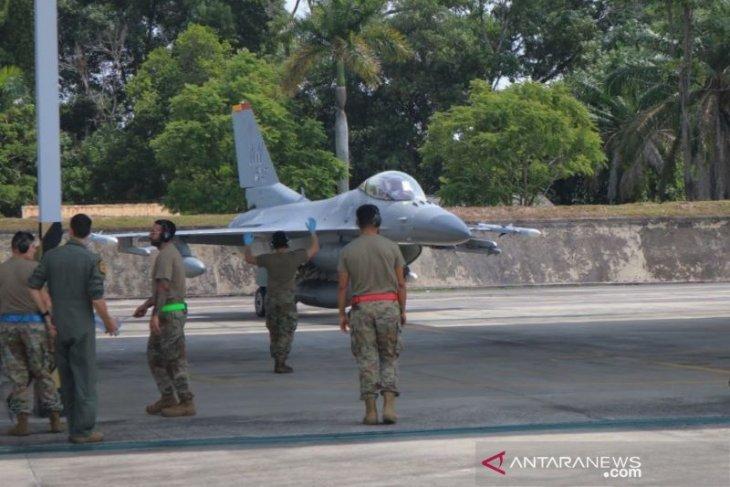 6 pesawat tempur F-16 milik AS latihan bersama di Pekanbaru