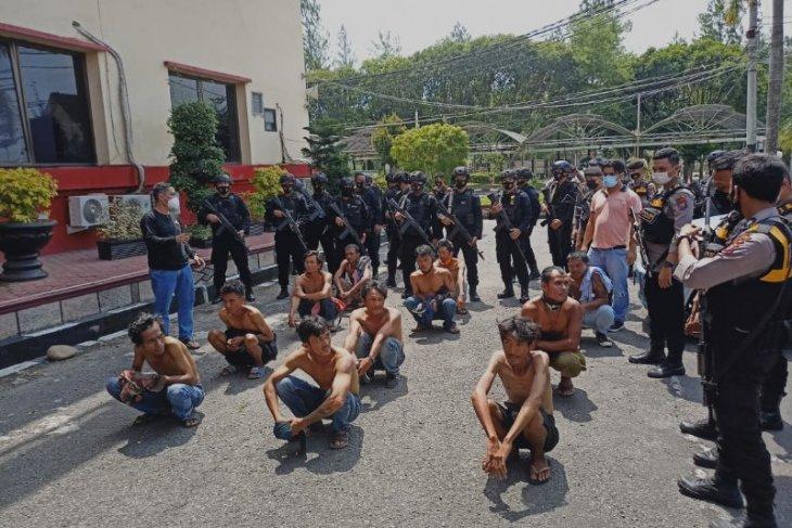 Brimob Polda Sumut tangkap belasan  preman pelaku pungli di Medan